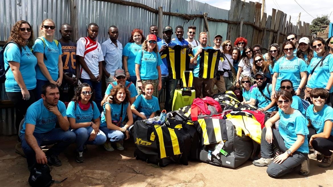 Youcanyolé entrega las equipaciones Roda en Nairobi
